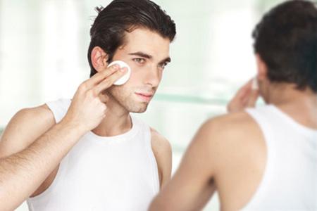 Chăm sóc da nhờn bằng cách hạn chế trang điểm