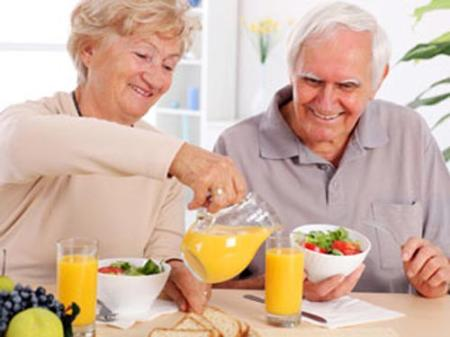 Ăn uống đầy đủ chất dinh dưỡng góp phần giảm bớt bệnh dau đầu