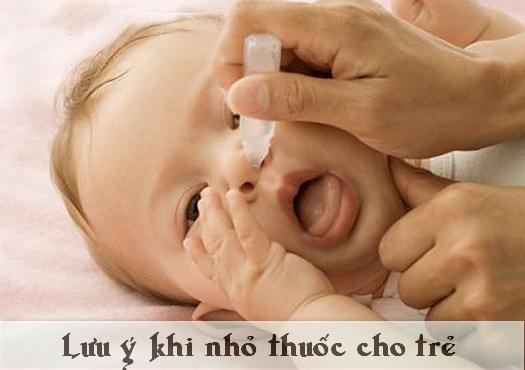 Lưu ý khi nhỏ thuốc cho trẻ nhỏ